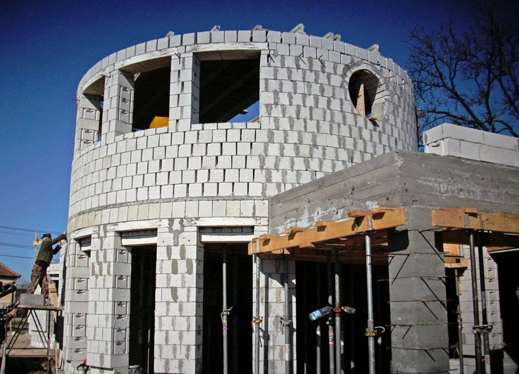 Épületbontás, Alapásás, Termőföld szállítás Cegléd - Tóth és Társa 2007 Építőipari Kft.