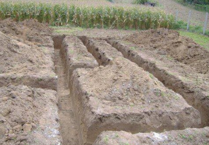 Gépi földmunka, Tereprendezés, Közműépítés Seregélyes ill. Fejér megye