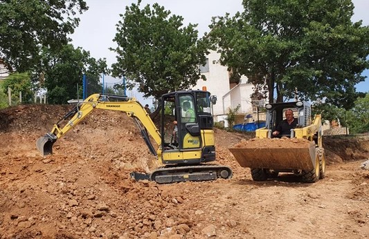 Gépi földmunka, ásás, bontás, daruzás - velencegep.hu